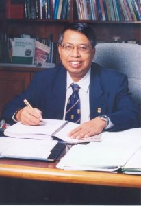 pak teh - at desk